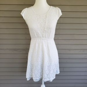 Emmelee White Floral Lace Dress Size Small